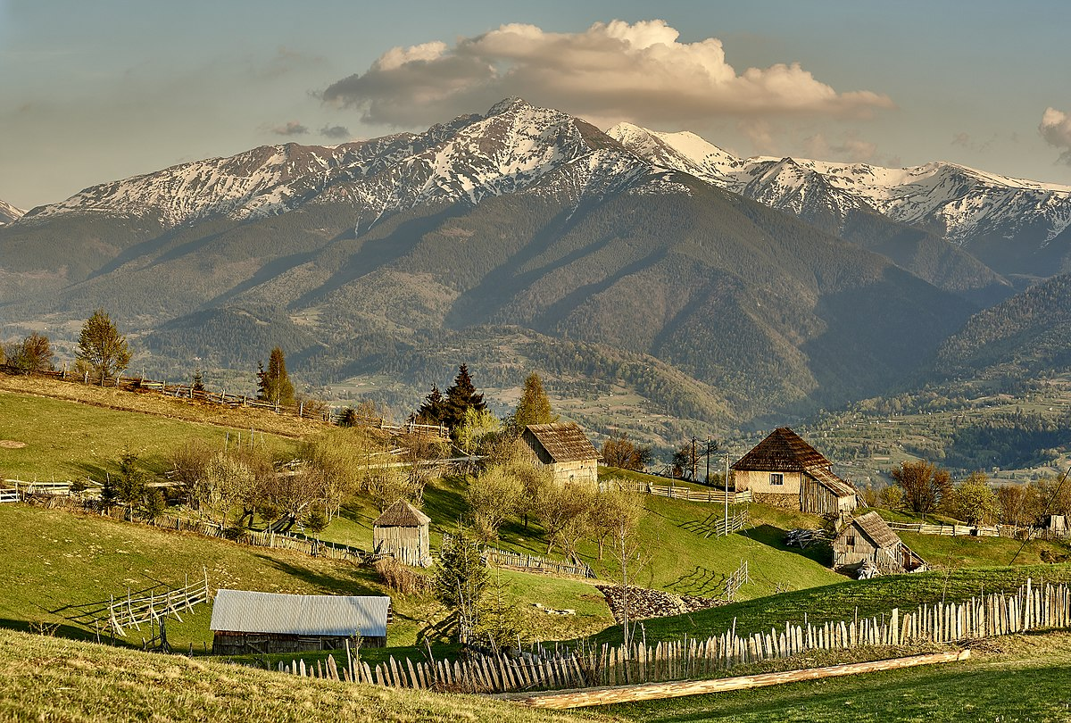 1200px-Rodnei_Mountains,_Maramures,_Romania._(41659834262)